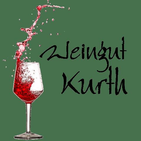 """Logo des WEingut Kurth. Weinglas in das Rotwein fließt mit dem Schriftzug """"Weingut Kurth"""" rechts daneben"""